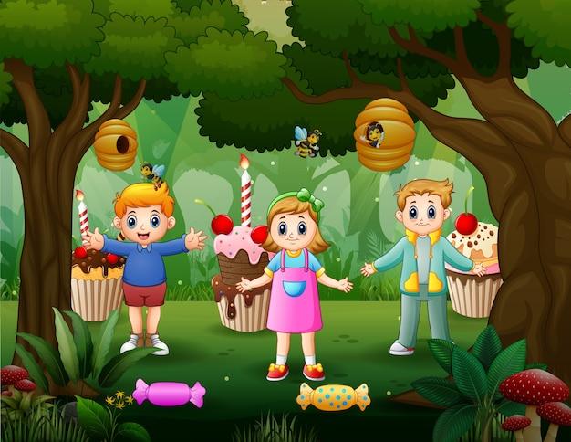 Fantasia de doce fundo de floresta com três crianças felizes