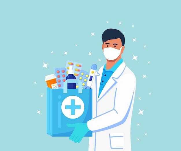 Farmacêutico mantém nas mãos um saco de papel com medicamentos, drogas e frascos de comprimidos. serviço online de farmácias de entrega ao domicílio. médico de jaleco branco com estetoscópio