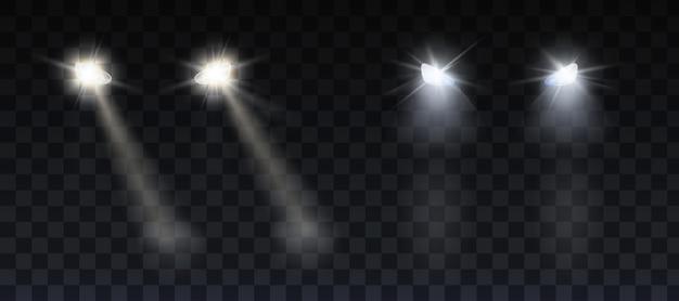 Faróis de carros brilhando na estrada à noite