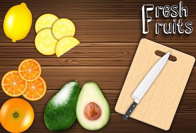 Fatias de frutas frescas na mesa