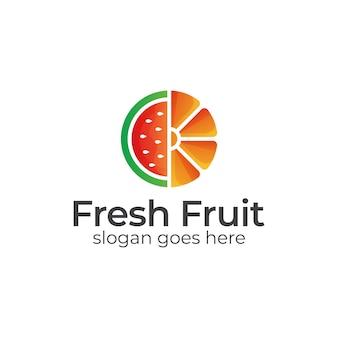 Fatias tropicais de melancia de frutas frescas com logotipo laranja