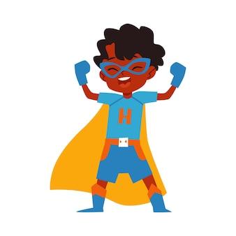 Fato de super-herói de menino africano criança em pé com os braços levantados estilo cartoon