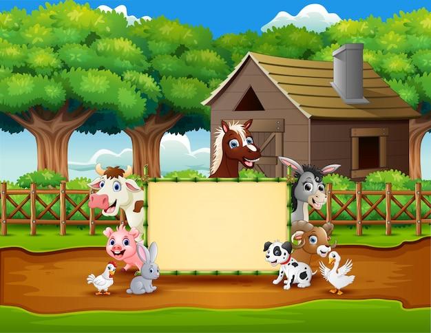 Fazenda de animais dos desenhos animados com um sinal em branco