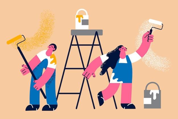 Fazendo renovação no conceito de apartamento. jovem sorridente casal feliz, homem e mulher, personagens de desenhos animados em pé segurando rolos de pincel, sentindo uma ilustração vetorial positiva