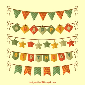 Feliz aniversário com bandeirolas decorativas