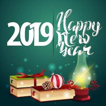 Feliz ano novo 2019 - cartão verde de ano novo com livros e lâmpada antiga