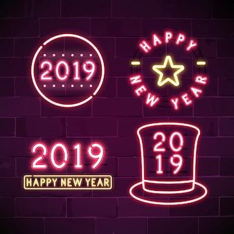 Feliz ano novo 2019 conjunto de sinais de néon