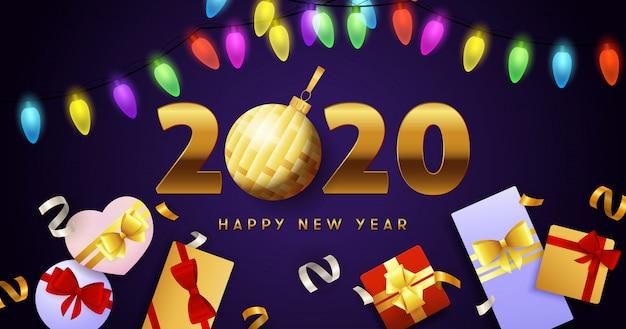 Feliz ano novo 2020 letras, guirlandas de luzes e caixas de presente