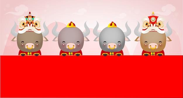 Feliz ano novo chinês 2021 do design do cartaz do zodíaco do boi com a vaquinha segurando a placa e a dança do leão, o ano dos feriados do cartão do boi isolados fundo, tradução feliz ano novo