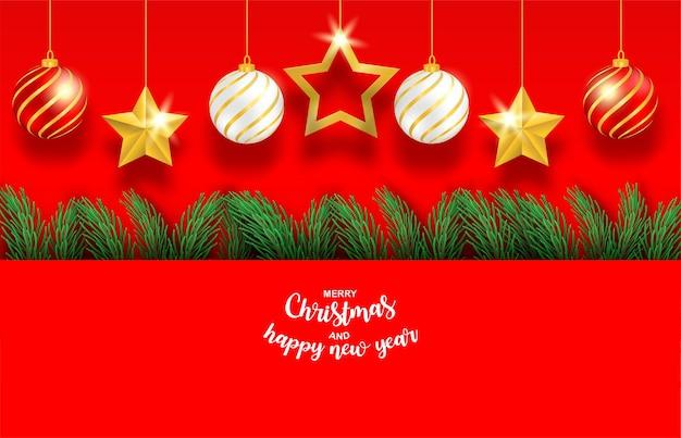Feliz ano novo e feliz natal. design com árvore de natal, estrela e bola em fundo vermelho.