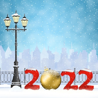 Feliz ano novo e feliz natal paisagem urbana de inverno com lanterna luminosa de rua, flocos de neve. conceito de saudação e cartão postal, convite, modelo, 2022 com bola de natal