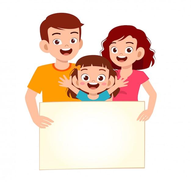 Feliz criança menina bonitinha e família com banner em branco