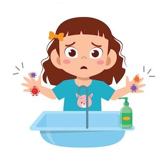Feliz criança menina bonitinha lavar a mão na pia