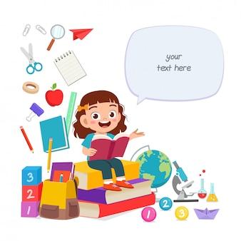 Feliz criança menina bonitinha ler livro