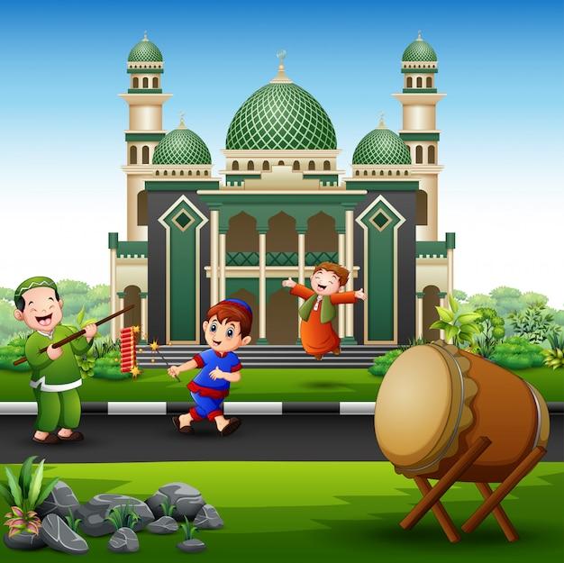 Feliz, crianças, comemorar, para, eid, mubarak, com, firecrackers