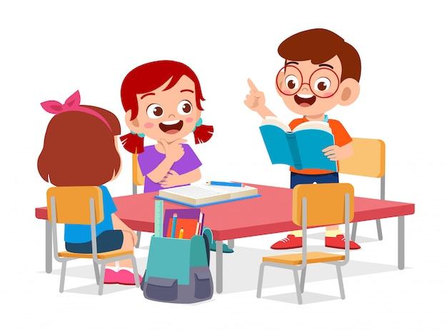 Feliz crianças cute menino e menina estudar