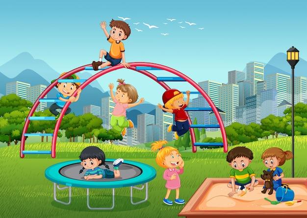 Feliz, crianças, em, pátio recreio