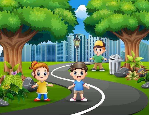 Feliz, crianças, tocando, ligado, parque cidade, estradas