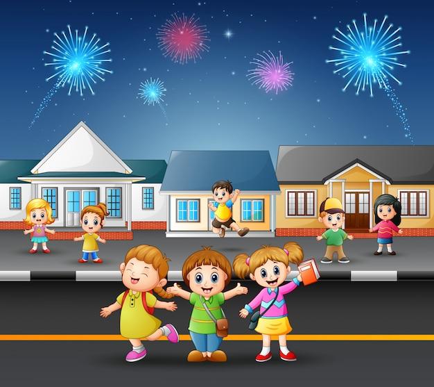 Feliz, crianças, tocando, rua, de, um, suburbano, vizinhança