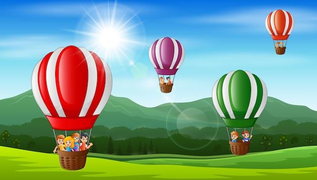Feliz, crianças, voando, em, um, balão ar quente