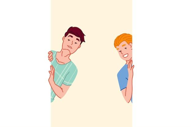 Feliz descoberta de amigos sorridentes espionando e se escondendo atrás da parede