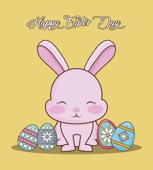Feliz dia da páscoa com fofos coelhos e ovos de páscoa coloridos sobre fundo amarelo