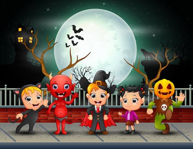 Feliz, dia das bruxas, crianças, em, lua cheia, fundo