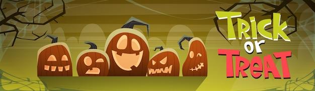 Feliz dia das bruxas truque ou travessura bandeira abóboras diferentes decoração tradicional