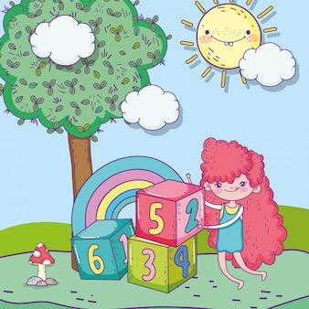 Feliz dia das crianças, linda garota com parque de blocos de números