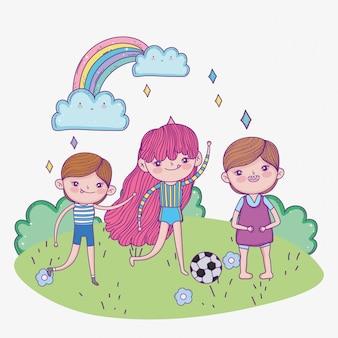 Feliz dia das crianças, menina e meninos com parque de bola de futebol