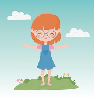 Feliz dia das crianças, menina sorridente, usando óculos na grama