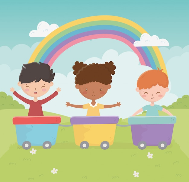 Feliz dia das crianças sorrindo menina e menino com vagões brinquedo arco-íris parque