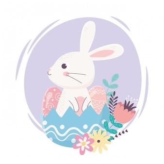 Feliz dia de páscoa, coelho fofo na casca de ovo ovos decoração de flores