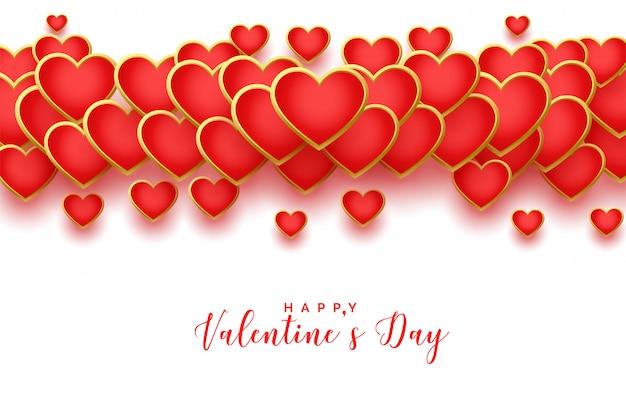 Feliz dia dos namorados cartão dourado de corações vermelhos