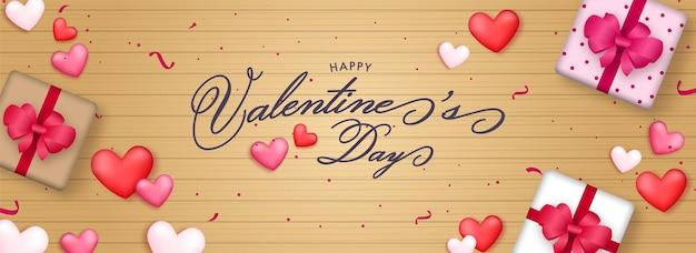 Feliz dia dos namorados fonte com vista superior de caixas de presente e corações em fundo de madeira dourado.