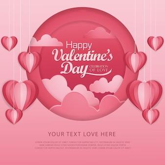 Feliz dia dos namorados tipografia com balões de ar quente de formato de coração vermelho de corte de papel voando em fundo branco.