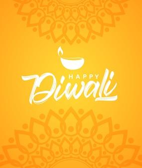 Feliz diwali. cartão com letras de mão, enfeite indiano e lâmpada.