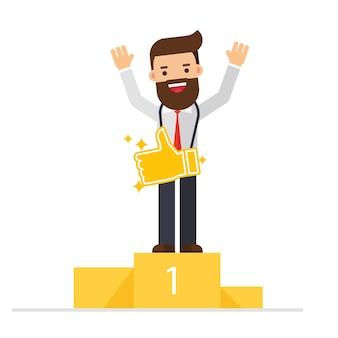 Feliz empresário fica no pedestal