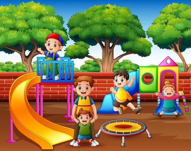 Feliz, excitado, crianças, tendo divertimento, junto, ligado, pátio recreio
