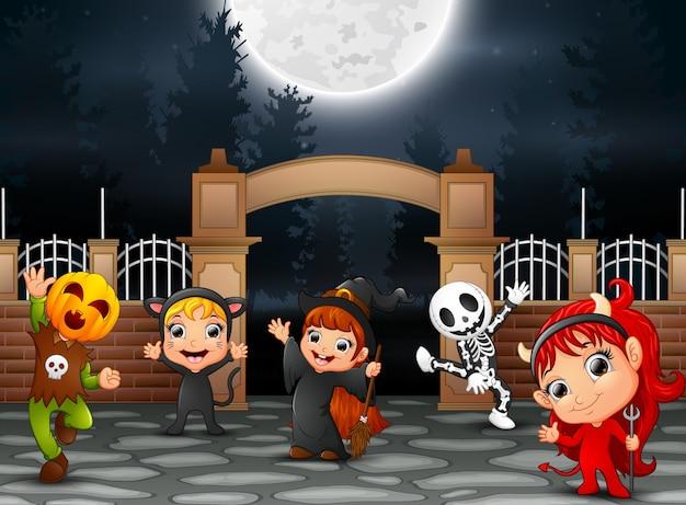 Feliz festa de halloween com um grupo de crianças