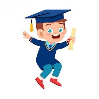 Feliz garoto bonitinho garoto graduado da escola