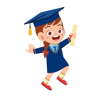 Feliz garoto bonitinho menina graduado da escola