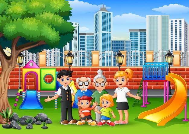 Feliz membro da família no parque da cidade