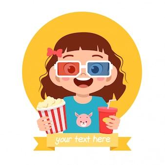 Feliz menina criança bonitinha assistir filme