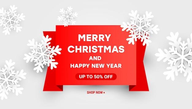 Feliz natal e feliz ano novo banner de modelo de desconto de venda com flocos de neve brancos