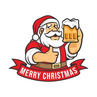 Feliz natal e feliz ano novo cartão com o papai noel segurando a caneca de cerveja artesanal.