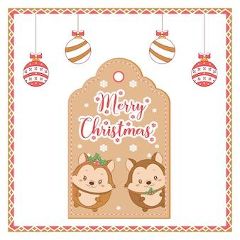 Feliz natal, esquilos fofos com floco de neve desenhando um cartão com enfeites para colorir