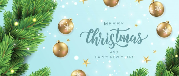Feliz natal mão lettering cartão de texto. ramo de pinheiro realista com enfeites de bolas de ouro.