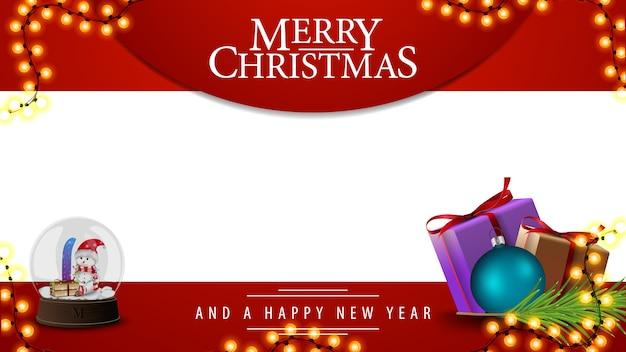 Feliz natal, modelo vermelho e branco para suas artes com presentes e globo de neve com bonecos de neve dentro