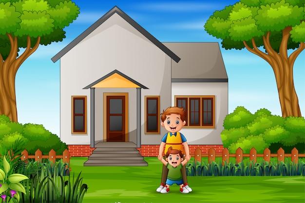 Feliz pai e filhos na frente da casa